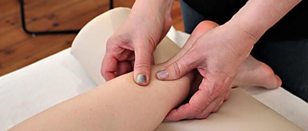 Fodmassage hjælper kroppen med at udskille affaldsstoffer, som ofte er kilden til smerte og ubehag